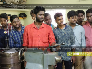 Mech-Lathe-Training-at-UNIQ